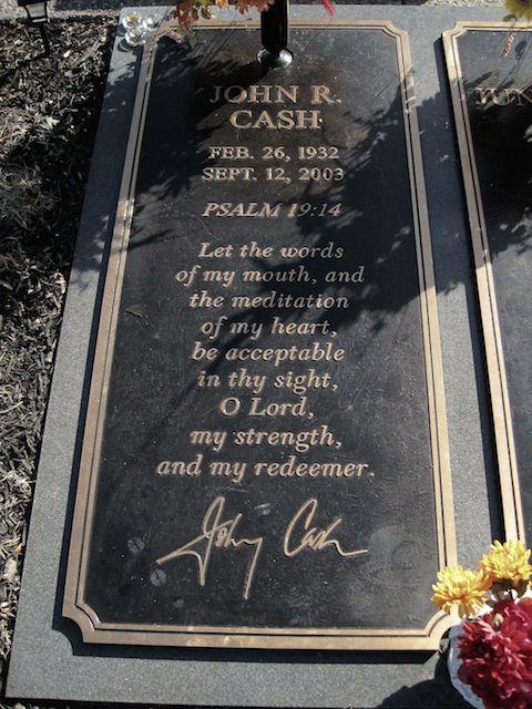 Johnny_Cash_grave_Hendersonville_Memory_Gardens_Hendersonville_TN_2013-12-27_003