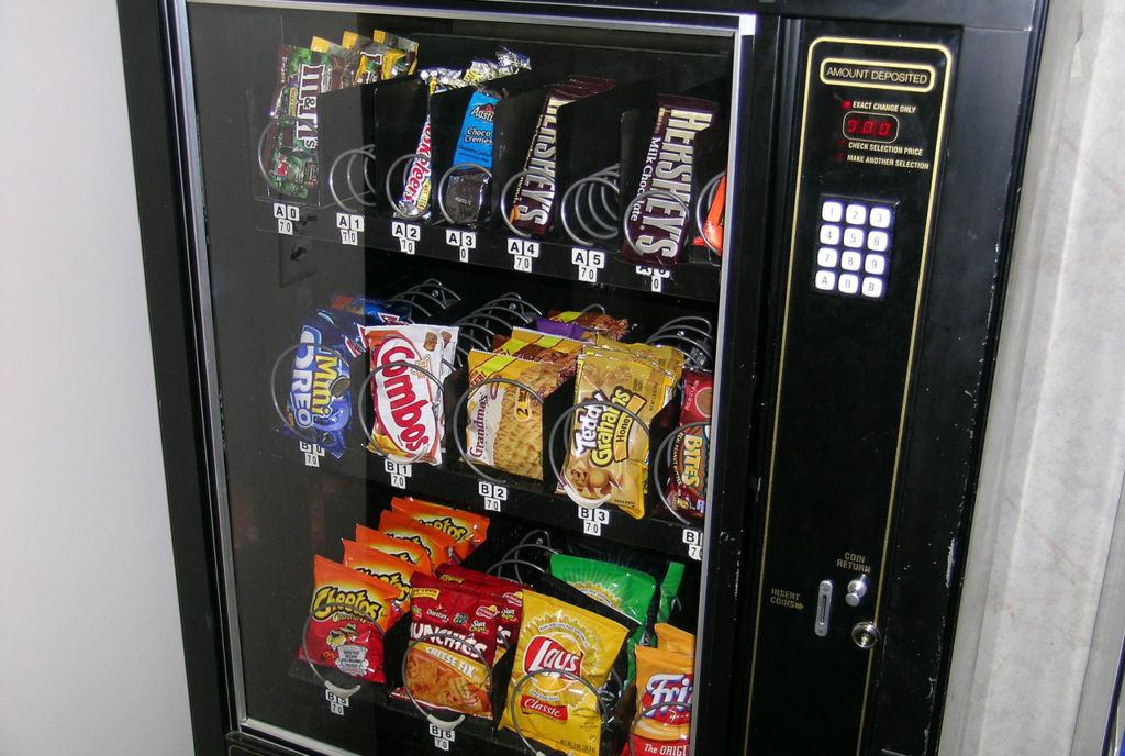 1280px-Snack_machine_3538