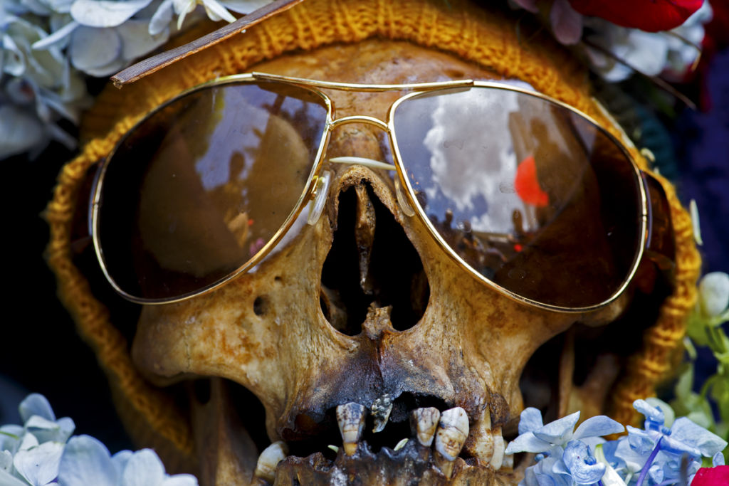 La-Paz-Bolivia-skull-wearing-sun-glassesl-at-the-annual-skull-festival-in-the-Cemetery-General-WEB-Copy-Copy